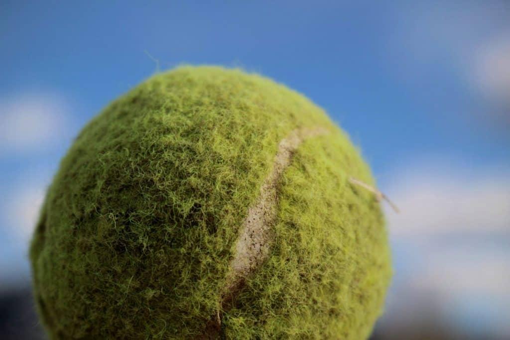 Widrigkeiten kaputter ball