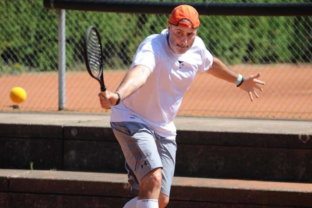 powwow tennis spieler in Action